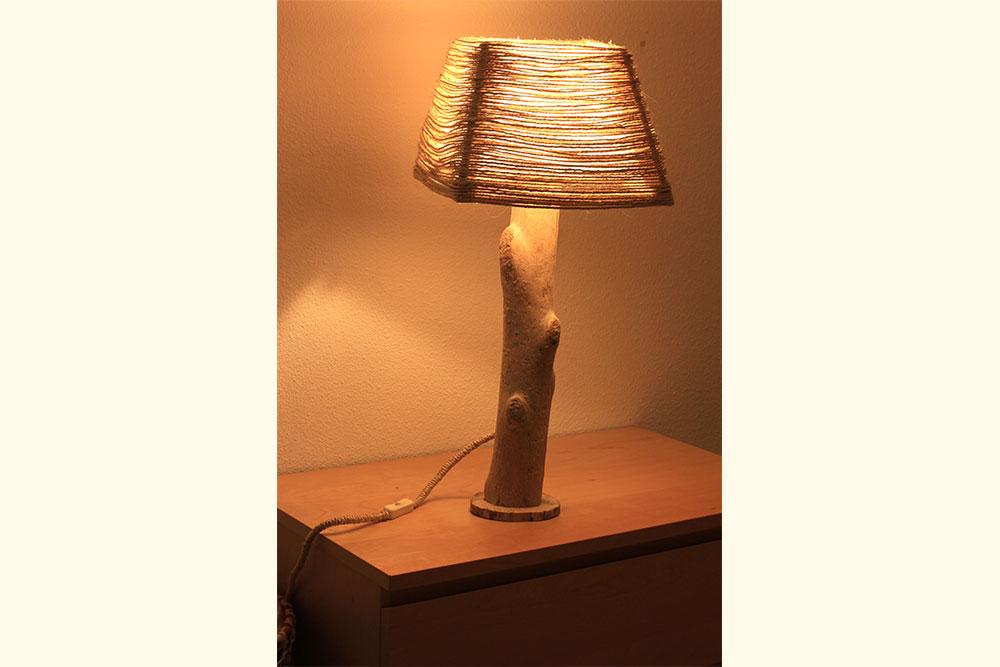 Les lampes en bois flott la vie du bois bordeaux for Table de chevet en bois flotte
